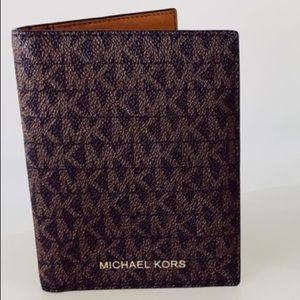 NEW Michael Kors Jet Set Passport Wallet